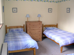 Devon Holiday Cottage - Bedroom With 3 Beds